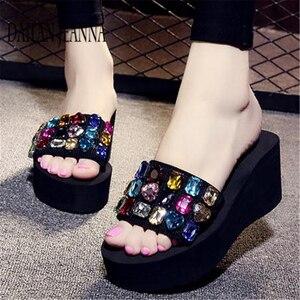 Image 1 - Zapatillas de suela plana para mujer, zapatos femeninos de suela plana, con plataforma gruesa, a la moda, para la playa, 2019