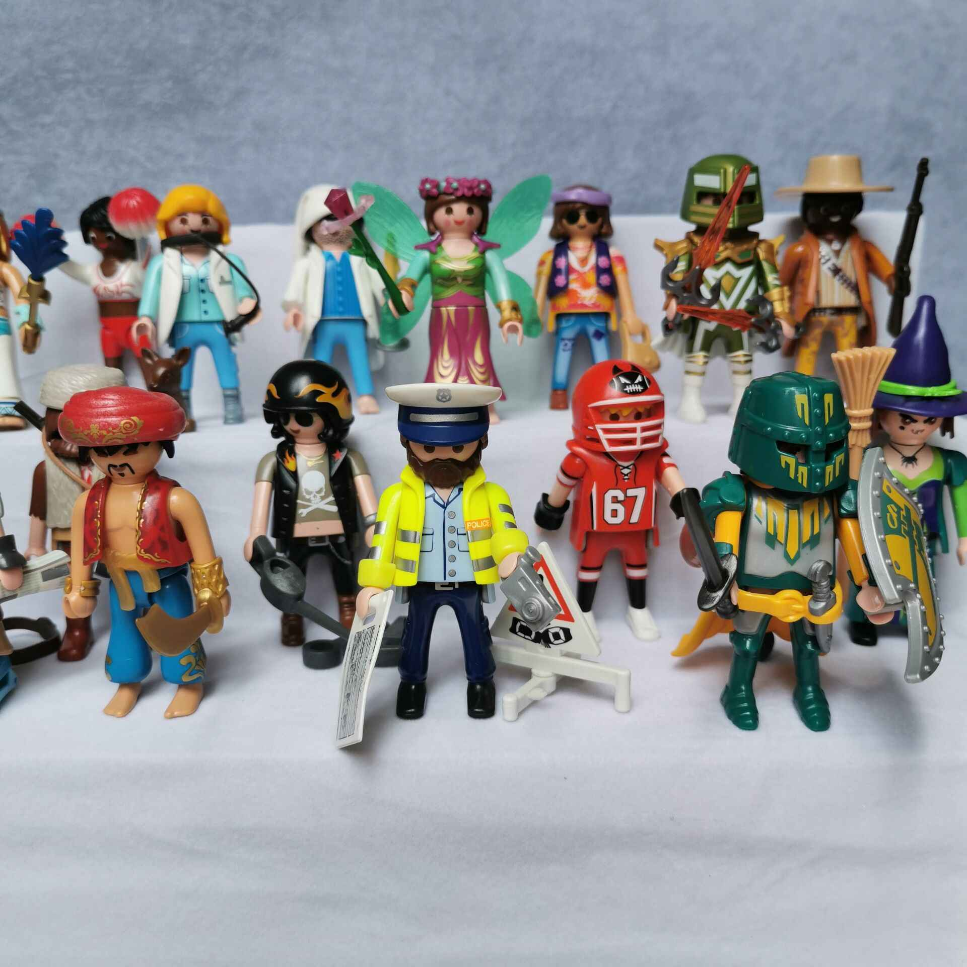 M027 7.5CM high quality of the original Playmobil Girls and boy Polly pocket building block