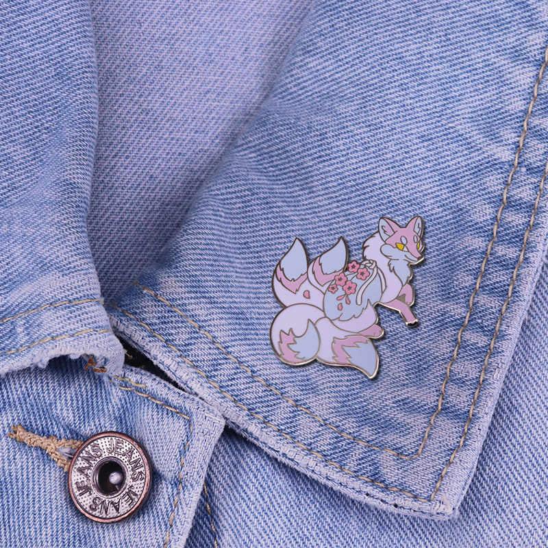 Empat Ekor Sakura Fox Keras Enamel Pin