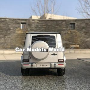 Image 2 - Литая под давлением модель автомобиля для мини хампс G Class (W 463) (серебристый) 1:18 + маленький подарок!