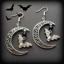 Fliegende Fledermaus & Crescent Moon Ohrringe, Hohl Mond Ohrringe, Gothic Vampire Bat Ohrringe, Halloween Ohrringe, hexe Schmuck(China)
