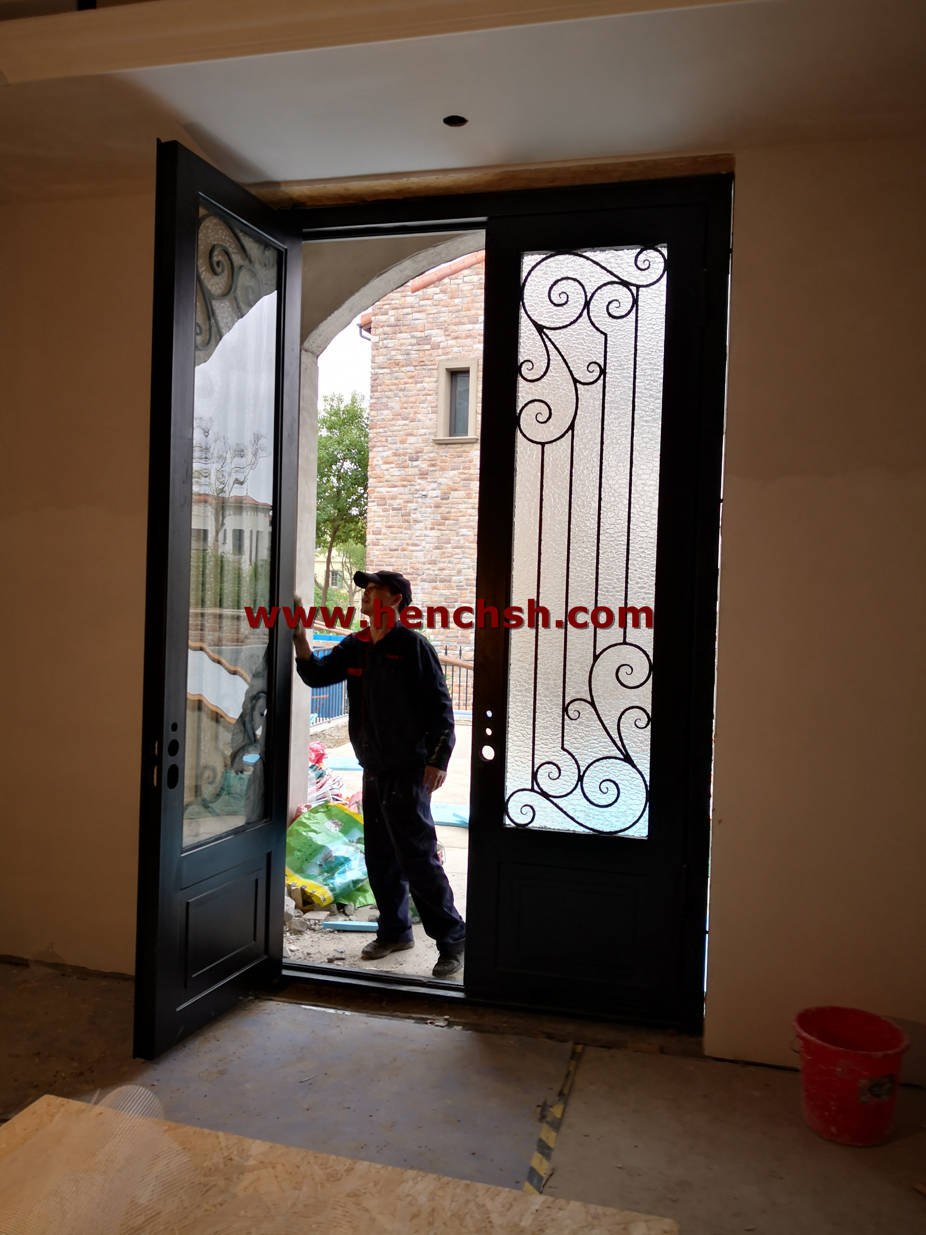 Hench Top Brand Wrought Iron Doors Oem Factory