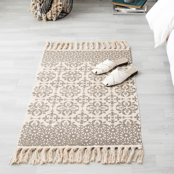 Ethnic Bohemian Hand Woven Rug Cotton Linen Rug Carpet For Living Room Geometric Flower Tassels Floor Mat Bedroom Room Decor Rug