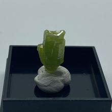 Natural pyromorphite mineral pedras e cristais coleção pedras preciosas quartzo do tamanho da caixa da china 2.7 cm 3 #