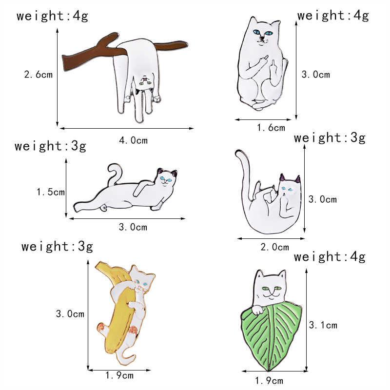 Gato divertido esmalte pin postura rara dedo medio abrazo banana broche para mujer camisa bolsa joyería blanco gatito solapa pin insignia
