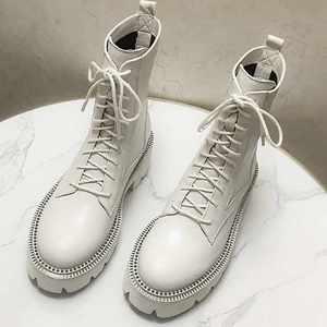 Image 4 - Krazing Pot sıcak kalın alt perçinler hakiki deri çizmeler yuvarlak ayak dantel kadar kampüs kadın kış düz moda yarım çizmeler L1f1