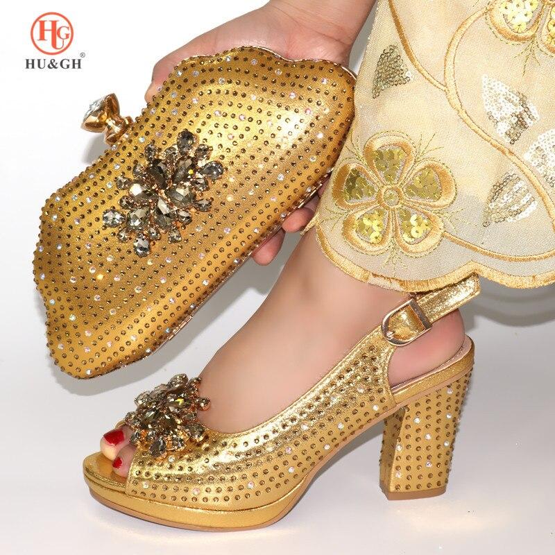 Ayakk.'ten Kadın Pompaları'de Yeni Altın Renk Ayakkabı ve çanta seti Afrika Setleri 2019 Afrika Ayakkabı ve Eşleşen Çanta İtalyan Yüksek Topuklu Pompalar düğün elbisesi'da  Grup 1