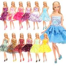 45 przedmiotów/zestaw akcesoria do lalek = 15 sukienek losowo + 15 lalek buty + 15 lalek torby akcesoria dla Barbie gra DIY obecna dziewczyna