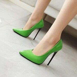 Image 4 - 新2020ファッション薄型ハイヒールパンプス靴女性緑、赤、黄色女性のかかとの靴パーティー結婚式の靴大サイズ45