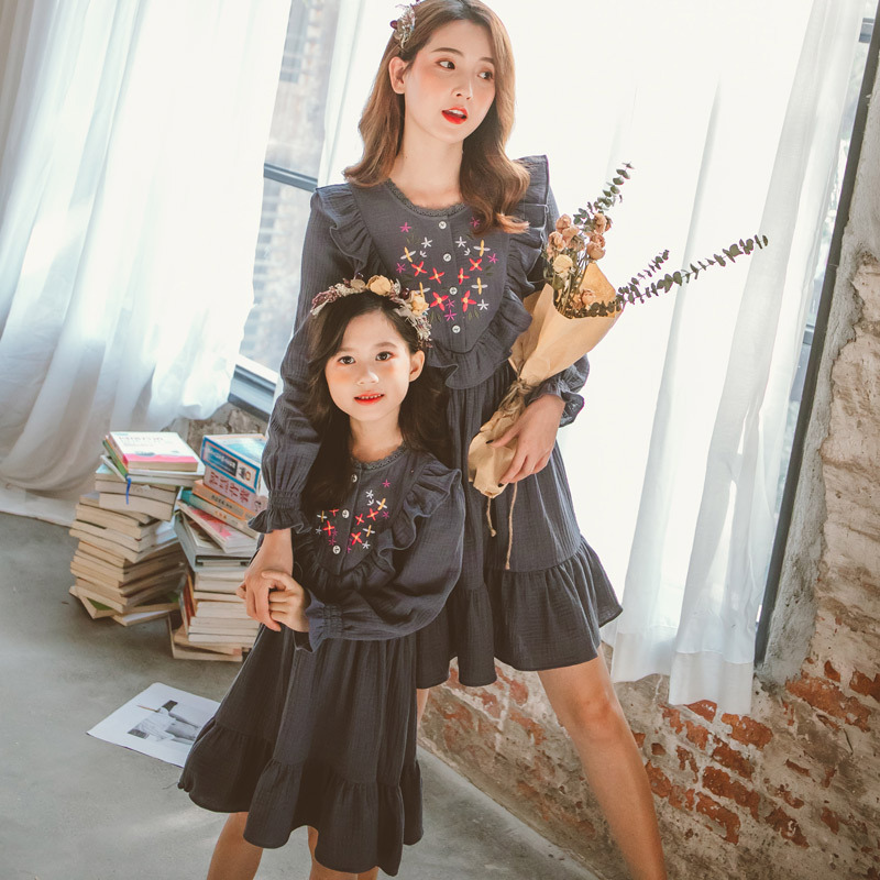 Spring Girls Dress Kids Fashion Embroidery Ruffle Stitching Princess Dress 2020 Mother Daughter Dresses Family Clothing Children