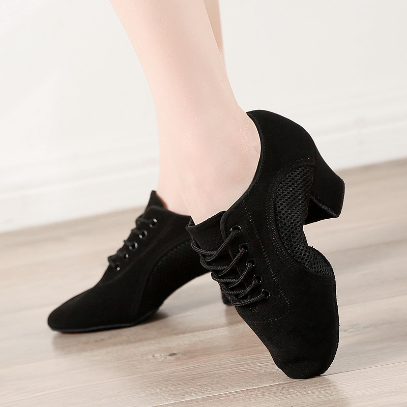 Women Dance Shoes Oxford Cloth Comfortable Soft Bottom Fitness Shoes Female Jazz Shoes Girl Professional Training Dance Shoes