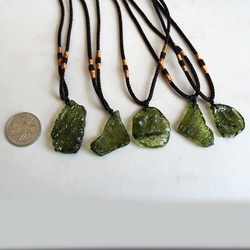 Natural Crystal Green Gem Moldavite Meteorite Impact Glass Necklace Pendant Healing Stone 4-7g Magic Power Energy Unique Shape