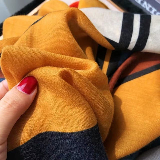 New 2020 Hijab Scarves Femme Fashion Plaid Print Cotton Scarf Women Luxury Brand Winter Shawl Bandana Foulard Pashmina Poncho 1
