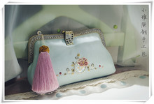Angelatracy 2019 Silk Embroidery Gold Thread for Women Handmade Floral Big Vintage Bamboo Handle Tassel Handbags Messenger Bag