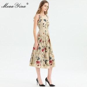 Image 5 - MoaaYina moda tasarımcısı elbise ilkbahar yaz kadın elbise kolsuz çiçekler nakış zarif Midi elbiseler