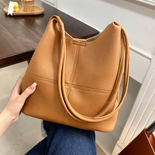 High-quality ladies simple casual large-capacity bag 2021 new Korean fashion summer shoulder bag student soft surface bucket bag