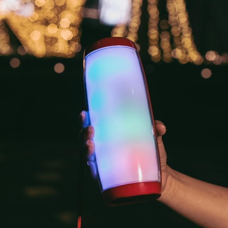 Potentes altavoces portátiles Altavoz Bluetooth columna altavoz inalámbrico con luz nocturna LED tarjeta TF Radio FM Boombox micrófono incorporado 120dB dispositivo Anti-Violación de autodefensa altavoces dobles alerta de alarma de ataque de pánico seguridad Personal llavero colgante de bolsa
