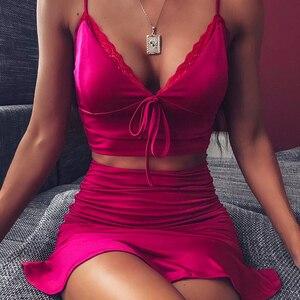 Image 2 - NewAsia Giardino Sexy 2 Pezzi Set Donne di Colore Rosa Caldo Con Scollo A V del Legame di Arco Del Merletto Crop Top Increspato Pannello Esterno A Due Pezzi Set del partito di Club di Corrispondenza Set