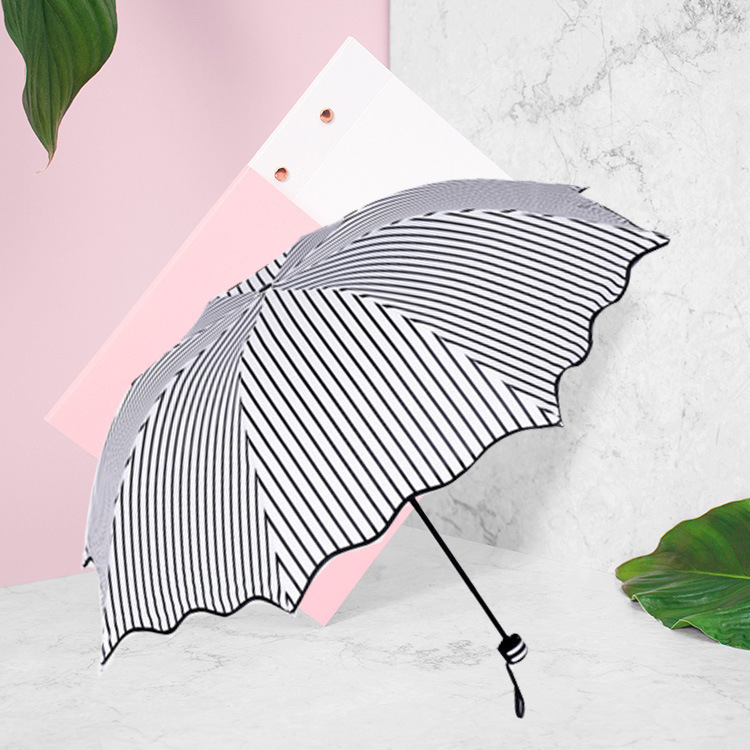 Creative Fashion Black And White Stripes Flounced Vinyl Umbrella Three Folding 8 Bone NC Fabric Sun-resistant Students Vinyl Umb
