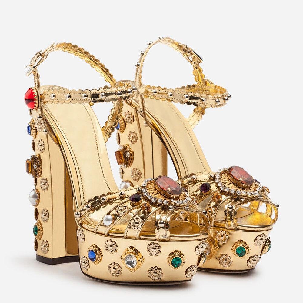 Золото изогнутые кожаный блочный каблук Стразы Украшенные босоножки на высоком каблуке; летняя дизайнерская женская обувь - 2