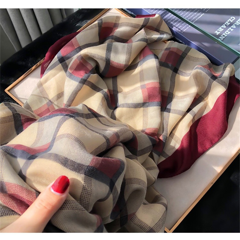 2020 Luxury Brand Autumn And Winter New Style Popular Lattice Headcloth Women Fashion Silk Wool Print Scarf Ladies Beach Shawl
