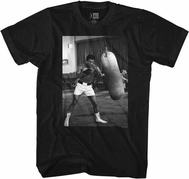Muhammad Ali Hitting Boxsack Am Fitnessstudio Erwachsene T Shirt