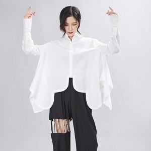 Image 4 - [EAM] 여성은 큰 사이즈 불규칙 블라우스 새 옷깃 긴 소매 느슨한 맞춤 셔츠 패션 조수 봄 가을 2020 1A332