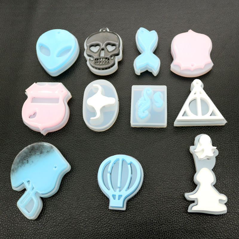 Devil Fishtail Apron Pyramid Shaped Silicone UV Resin Jewelry Molds Dried Flower Jewelry Tools