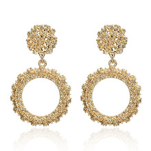 the European and American wind earrings fashion temperament circular spray plating alloy manufacturers supply