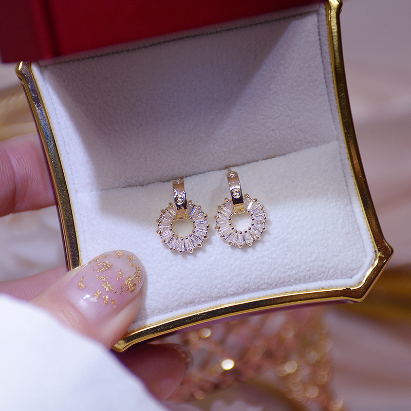 VILAGE Gold Color Luxury Tiny Earring Exquisite Round Zircon Anti-allergy Top Quality Stud Earring Circle Jewelry Pendant Gift
