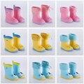 В дождливую погоду для женщин, детские сапоги Водонепроницаемые резиновые сапоги для детей ПВХ резиновая красочные стильная футболка с изо...