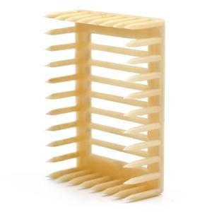 Image 4 - 50 sztuk plastikowe królowa Marker klatka klip biały kreatywny Bee Catcher pszczelarz narzędzia pszczelarskie sprzęt 7.2*5.1*2.2CM 2019 nowy