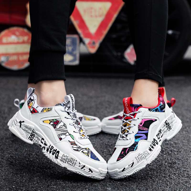 Couple Graffiti Sneakers Classic Vulcanized Shoes Non-slip Lightweight Breathable Tenis Masculino Canvas Shoes Zapatos De Hombre