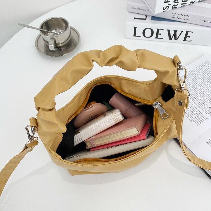 compradores simples e selvagens senhoras pequenos sacos