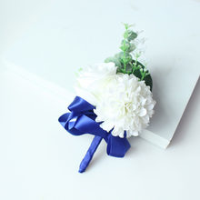 Bianco da Sposa Testimone Corpetto Fiore All'occhiello Spille Fiore Blue Ribbon Sposo Fiore All'occhiello Spilla Corpetto Wedding Planner Matrimonio Decor(China)