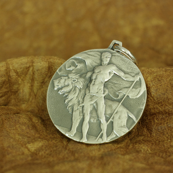 Brave and Lion Pendant Mens Round Relief Pendant 925 Sterling Silver TA183
