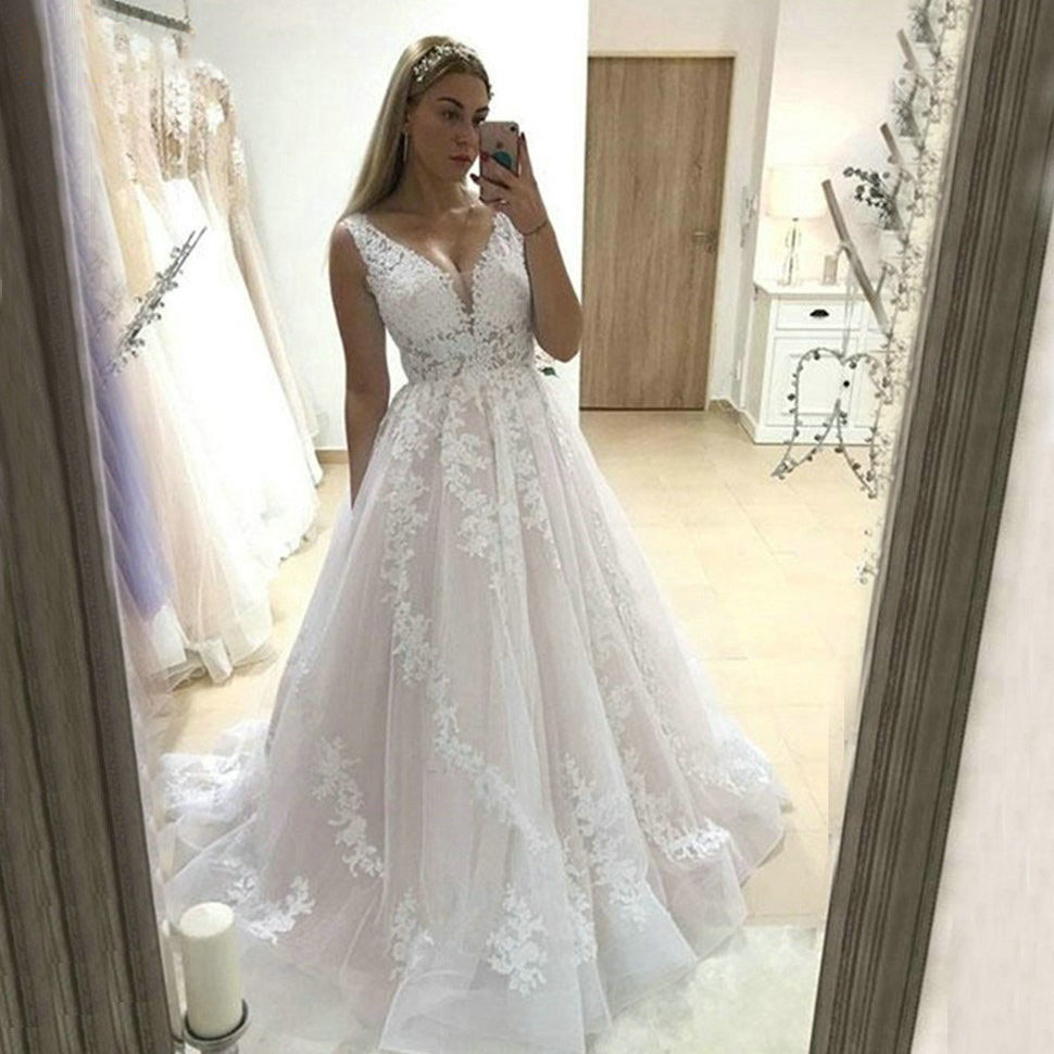 2020 Graceful Boho Appliques Lace V-Neck Wedding Dress A-Line Floor-Length Tulle Long Bride Dress For Wedding