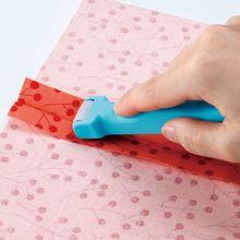 Herramientas de costura Roll & Press Clover para presionar rápidamente las costuras que no Jalan, estresan o distorsionan la rueda de la escurridor del rodillo de tela