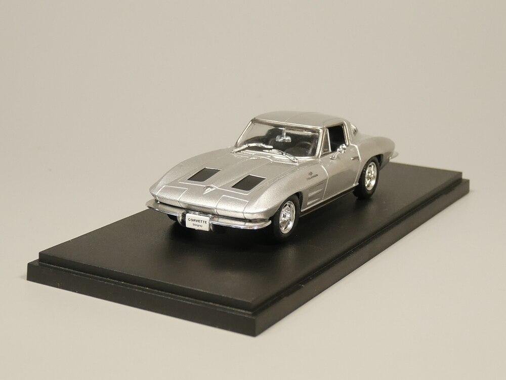 1967 Chevrolet Corvette C2 1:32 Scale Diecast Metal Model Vintage Collection Car