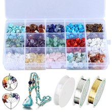 O cristal natural lasca o jogo irregular dos grânulos de pedra com fio de miçangas do metal e a corda elástica para a jóia que faz ofícios
