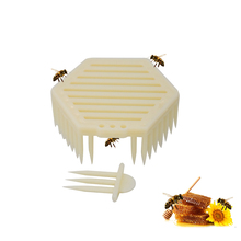 Beekeeping Tool Bee Queen Cage Bees Catcher Apiculture Equipment Tools Plastic Hexagonal Supplies 1pcs