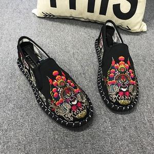 Image 2 - Licht Harte Tragende Gummi Leinwand Frühling Mode Sticken Schuhe Männer Wohnungen Schuhe Mann Leinwand Harajuku Mann Espadrilles Faulenzer
