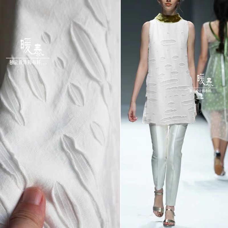 Yeni düzensiz pamuklu kumaş örme streç beyaz Tattered delikli bez DIY ceket kırık kot pantolon moda tasarımcısı kumaş