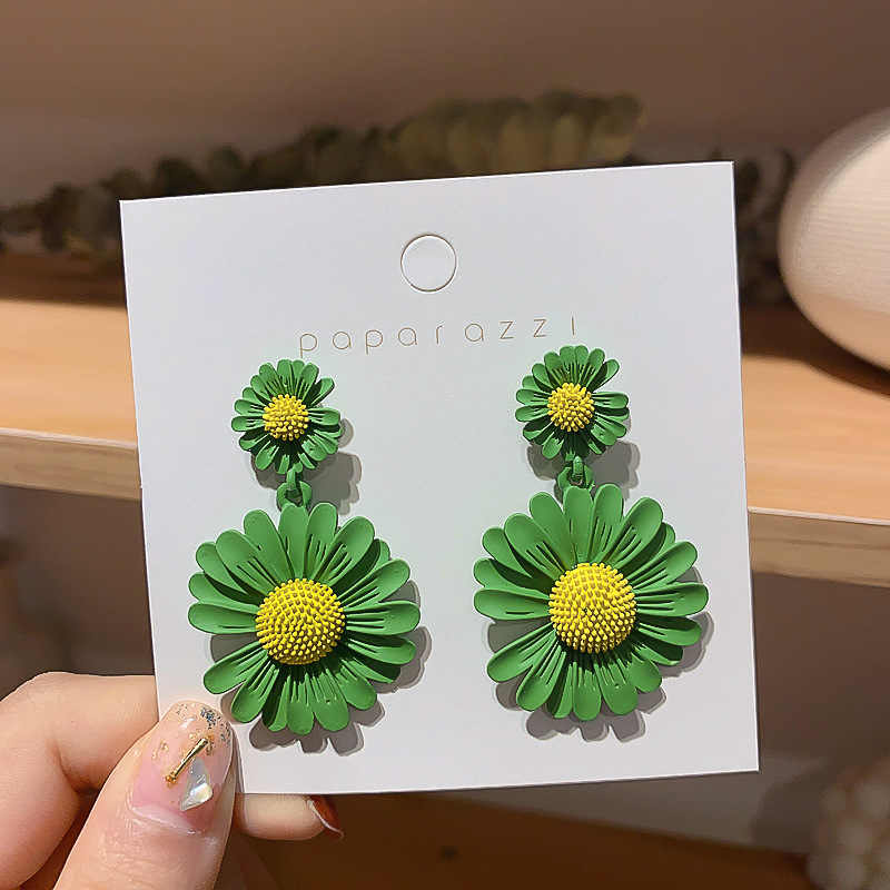 2020 新ファッション女性のイヤリングデイジー花の形女性ガール耳飾りパーティー卸売