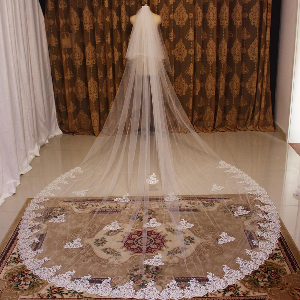 High Quality 4 Meters Long Wedding Veil 2 Layers Lace Bridal Veil With Comb Cover Face White Ivory Veil With Blusher