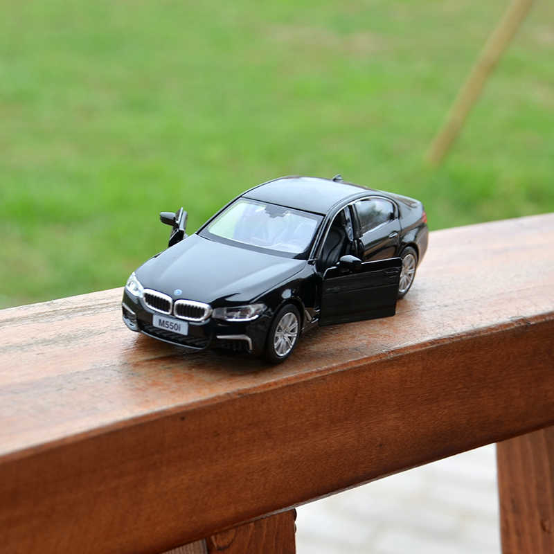 Alloy version bmw model  m5 f90 toy 1:36 bmw toy  model car Furnishing Pull back car Double door Children's toy collection gift