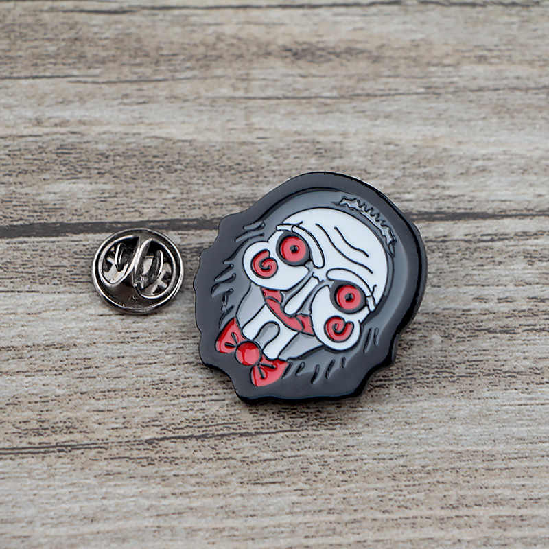 K505 Billy il Burattino Horror Spilli del Metallo Dello Smalto Spilli e Spille per Risvolto Spille Borse Zaino Distintivo Regali di Raccolta