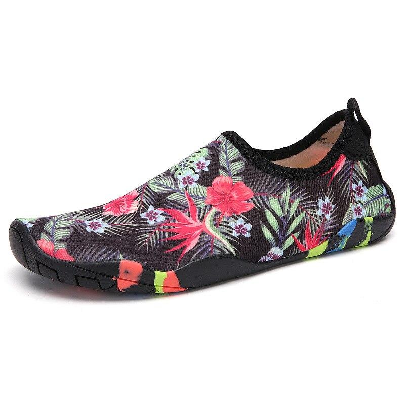 Été nouveaux produits chaussures de natation chaussures de pluie chaussures en amont respirant Stretch tissu Surface Parent et enfant chaussures de natation R