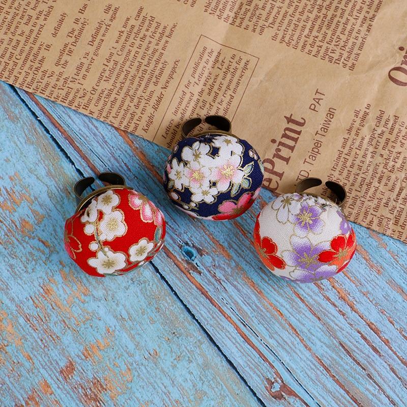 Random Color 1pc Finger Ring Sewing Needle Pin Cushion Holder Sewing Kit Pincushions Needlework DIY Craft Sewing Tools