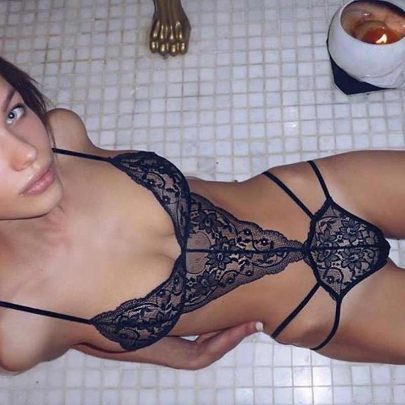 2019 nouveau Sexy femmes soutien-gorge ensemble dentelle profonde V sous-vêtements érotiques Lingerie ensemble couleur unie soutien-gorge ensembles noël Lingerie Stripper vêtements